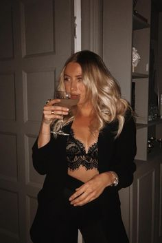 Cute Casual Outfits, Stylish Outfits, Fashion Outfits, Woman Outfits, Womens Fashion, Night Out Outfit, Night Outfits, Casual Party Outfit Night, All Black Outfit For Party