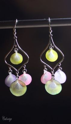 These earrings are made with Pardo Translucent and colored with chalks. By Argile Clay.