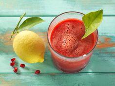 Dass Obst zu einer ausgewogenen, gesunden Ernährung gehört, weiß jeder Foodie. Dass Himbeeren im Ranking der Früchte ganz weit oben auf der Liste stehen, ist vielleicht nicht so bekannt.. Stecken doch in 100 g Himbeeren 25 mg Vitamin C aber auch die Vitamine A und B sowie Eisen, Kalzium, Magnesium und Kalium. Zitrusfrüchte enthalten neben Vitamin C