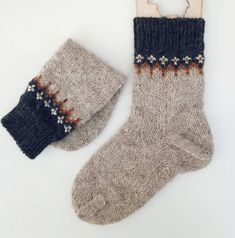 - Manual work - Manual work Always aspired to learn to knit, although undecided how to start? This particular Utter Beginner Knitting . Knitting Charts, Knitting Socks, Hand Knitting, Knitting Designs, Knitting Projects, Wool Socks, How To Purl Knit, Fair Isle Knitting, Knitting For Beginners