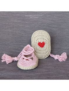 This design is made using a DK-weight yarn and a size crochet hook, and includes a beautiful heart incorporated into the center of the sole of the design. Pattern requires knowledge of basic crochet stitches and how to increase and decrease. Annie's Crochet, Crochet Baby Shoes, Crochet Baby Booties, Crochet Slippers, Crochet Crafts, Crochet Poncho Patterns, Basic Crochet Stitches, Crochet Basics, Cable Knit Blankets
