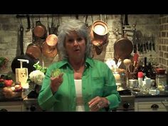 Paula Deen Cooks Fried Green Tomatoes - Get Cookin' with Paula Deen - Gwenli Nelson Home Green Tomato Recipes, Vegetable Recipes, Paula Deen Fried Green Tomatoes Recipe, Most Pinned Recipes, Best Dishes, Side Dishes, Fried Tomatoes, Baking Videos, Creative Food