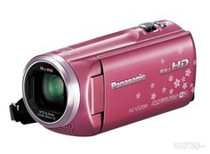 "Panasonic HC-V520M(Released 2013February 20)  予想実売価格7万円前後(2月20日発売予定)  同社のWiFi搭載機としては最安となるHC-V520M。iAズーム時は80倍(35ミリ換算2240mm)と望遠撮影に心強いモデルです。WiFi設定はNFCに対応、無接点充電規格""Qi""ももちろん使えます。手ブレ補正はこちらも傾き補正と5軸ハイブリッド補正。  ●おもなスペック  撮像素子:1/5.8型MOS固体撮像素子  総画素数:251万  有効画素数:225万/225万(16:9、動画/静止画)  焦点距離(35ミリ換算):28-1748mm  ズーム:光学50倍、iA80倍 F値:F1.8-4.2  最低被写体照度:約4ルクス(シャッタースピード1/30秒)  手ブレ補正:光学式  動画記録形式:AVCHD(最大1080/60p、28Mbps)  記録メディア:内蔵メモリー32GB、SDカード/SDHCカード/SDXCカード  サイズ/重量:53×121×59mm/約269g"