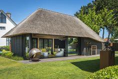 Village House Design, Village Houses, Tiny House Design, Thatched House, Thatched Roof, Round House Plans, Small House Plans, Cabana, Built In Braai
