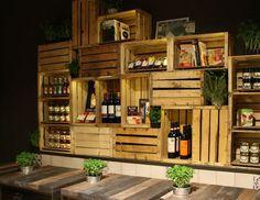 Caixotes de madeira formam uma linda estante