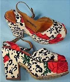 Antique Dress - Item for Sale: c. 1944 Saks Fifth Avenue Platform Resort Sandals in Printed Rose Fabric.