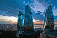 Le #FlameTowers di Baku, la capitale dell' #Azerbaijan: land of fire