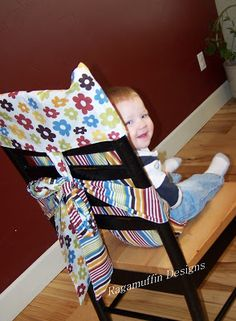 Are You Sew Obsessed?: Adorable Portable Highchair- this one uses a loop to create upward tension on loin belt Small Sewing Projects, Sewing For Kids, Baby Sewing, Kids Booster Seat, Portable High Chairs, Diy Mode, Baby Couture, Baby Pillows, Traveling With Baby