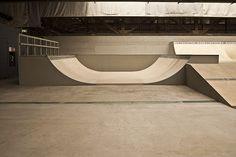 Sexy empty flawless park, a true skaters dream Mini Ramp, Skateboard Ramps, Skate Ramp, Longboarding, Skateboards, Bmx, Amsterdam, Surfing, Stairs