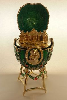 Oeuf Fabergé: L'œuf au Palais d'Alexandre de 1908
