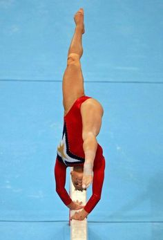 Alicia Sacramone Alicia Sacramone of the United States competes on the balance beam during qualification for the women's artistic gymnastics. Gymnastics Events, Gymnastics Tricks, Gymnastics Team, Gymnastics Photography, Gymnastics Pictures, Olympic Gymnastics, Rhythmic Gymnastics, Olympic Games, Cheerleader Dance