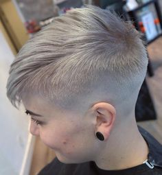 Women's+Short+Ash+Blonde+Undercut
