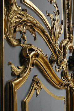 Rococo door |