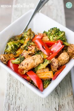 "INGREDIENTS 1 tsp olive oil 2 skinless chicken breasts, fat trimmed off and diced into 2"" chunks 2 bell peppers 1½ cups broccoli florets 1 tsp cumin ½ tsp cayenne pepper ½ tsp smoked paprika optional: ½ tsp chili powder"