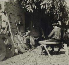Ourense - Carpinteiro de carros - 1930 Foto de José Suárez Fernández (Allariz, 1902 - A Guarda, 1974)