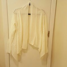 Cute Light cardigan! This off-white cardigan is adorable, love the knit look! Purchased from JustFab, has not been worn. JustFab Sweaters Cardigans