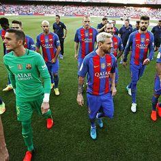 How many Barça players are there in this photo?  Quants jugadors del Barça hi ha en aquesta foto?  Cuántos jugadores del Barça hay en esta foto? #FCBarcelona #igersFCB #FCBlive #ForçaBarça @fcbarcelona