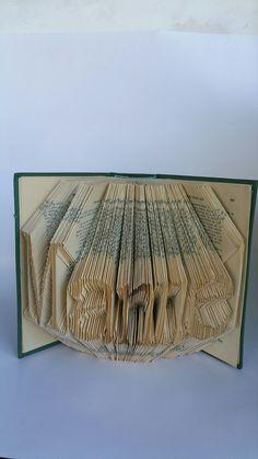 Book Art. DIY. Handmade. Libros de Artista.Libro artístico. Libro modificado. Libro intervenido..  Book Folding