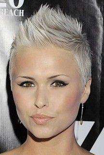 Short Sassy Hair, Girl Short Hair, Short Hair Cuts, Short Hair Styles, Pixie Cuts, Funky Hairstyles, Pretty Hairstyles, Corte Y Color, Pixie Haircut