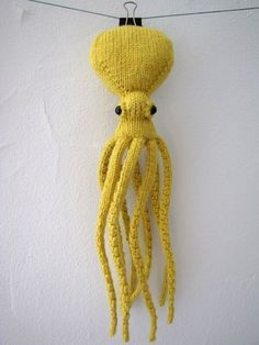 why yes I would like to knit a squid