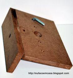 Eu faço em Casa... DIY: Gabarito para Dispositivo de Montagem Woodworking Jigs, Triangle, Diy, Workshop, Tools, Closet, Wood Writing Desk, Drum, Montages