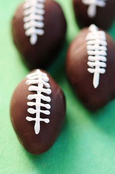 Chocolate Peanut Butter Footballs Recipe - May need to make these for super bowl party! Peanut Butter Balls, Peanut Butter Recipes, Chocolate Peanut Butter, Superbowl Desserts, Football Snacks, Football Recipes, Just Desserts, Delicious Desserts, Yummy Food