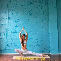 fitness models female over 40 Yoga Inspiration, Fitness Inspiration, Yin Yoga, Yoga Kundalini, Bikram Yoga, Vinyasa Yoga, Yoga Beginners, Beginner Yoga, Advanced Yoga