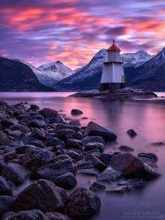Lighthouse in Sunndal, Norway. (via Haakon Nygård)