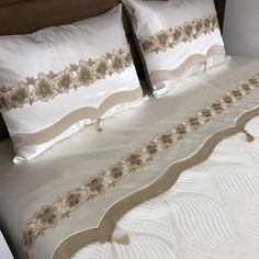 En şık güpürler👍🏻 Beautiful Dress Designs, Beautiful Bedroom Designs, Beautiful Bedrooms, Designer Bed Sheets, Bed Cover Sets, Bedspreads Comforters, Mehndi Design Photos, Bead Embroidery Patterns, Baby Dress Patterns