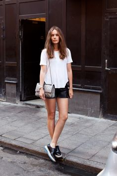 What to Wear in Portland - A Hip Street Style Infussion Summer Outfits, Casual Outfits, Fashion Outfits, T Shirt Branca, Looks Pinterest, Looks Black, Mode Inspiration, Minimal Fashion, Minimal Style
