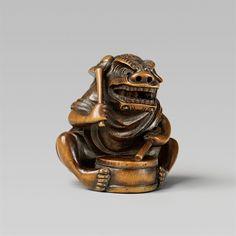 An Edo school boxwood netsuke of a shishmai drummer, by Masayuki. Second half 19th century, Auktion 1092 Asiatische Kunst I Indien, Südostasien und Japan, Lot 555