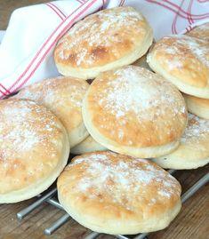 I Love Food, Good Food, Coconut Buns, Swedish Recipes, Bread Recipes, Baked Goods, Rolls, Food And Drink, Breakfast