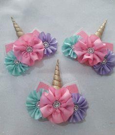 Crochet ideas that you'll love Ribbon Art, Ribbon Hair Bows, Diy Hair Bows, Diy Bow, Diy Ribbon, Newborn Hair Bows, Band Kunst, Rainbow Loom Charms, Ribbon Sculpture