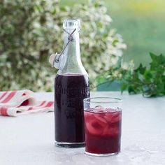 Here is a delicious recipe for Blackberry cordial. Blackberry Cordial Recipe, Blackberry Recipes, Juice Smoothie, Smoothies, Money Magic, Clean Bottle, Swedish Recipes, Milkshake, Yummy Drinks