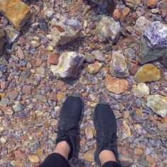 Ontario's Amethyst Mine Lets You Dig For Shiny Gemstones This Spring - Narcity Weekender, Ontario Travel, Bass Lake, Rock Hunting, Cute Spring Outfits, Travel Oklahoma, Canadian Rockies, New York Travel, Death Valley