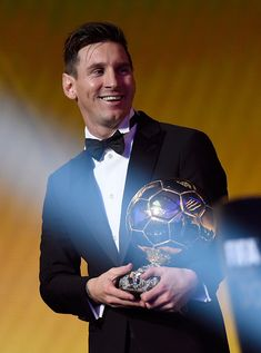 Ballon d'Or winner Lionel Messi of Argentina and Barcelona accepts his award during the FIFA Ballon d'Or Gala 2015 at the Kongresshaus on January 2016 in Zurich, Switzerland. Get premium, high resolution news photos at Getty Images Happy Karwa Chauth Images, Messi 2015, Ballon D Or Winners, Cr7 Junior, Lional Messi, Ballon D'or, Football Gif, Best Club, Football Wallpaper