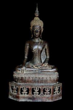 Extremely Rare 17C Bronze Sitting Laos Buddha