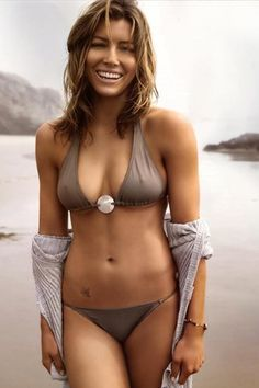Jessica Biel has a rockin' curvy, muscular body, complete with broad shoulders. Babe.