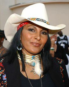 """Happy Birthday to actress Pamela Suzette """"Pam"""" Grier (born May Native American Girls, Native American Beauty, Native American History, American Indians, American Symbols, American Art, American Indian Girl, American Legend, Estilo Cowgirl"""
