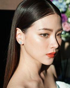 Pretty Makeup, Makeup Looks, Hair Pale Skin, Teen Girl Photography, Pop Photos, Asian Makeup, Aesthetic Colors, Pretty Face, Asian Woman