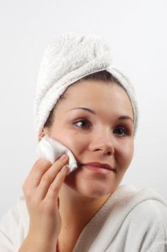 Livestrong: Make your own AHA and BHA chemical peels with kitchen ingredients.