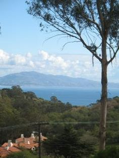 995-1400/wk. high chair. not sure about pack n play. ocean and mountain view. kids toys. hot tub. Vacation rental in Santa Barbara from VacationRentals.com! #vacation #rental #travel