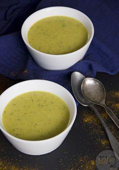 Deze Marokkaanse courgettesoep is onwijs lekker! En ja, ook op een warme dag zoals we die nu hebben. Deze soep heeft echt een overheerlijke smaak en smaakt heel anders dan de standaard courgettesoep die de meeste mensen maken. Dus wil je een keer wat anders op tafel zetten? Dan is dit recept ???the way to ???