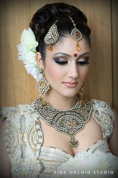 Love the jewelry and makeup