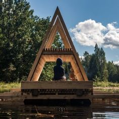 Floating+wooden+pavilion+designed+by+students+to+deal+with+forest+flooding+in+Estonia