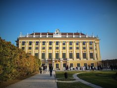 Schloss Schönbrunn, kaiserlich!   Travelcontinent Mansions, House Styles, Home Decor, Moldova, Heritage Site, Viajes, Projects, Decoration Home, Manor Houses