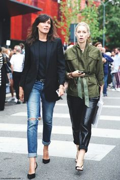 Inspiration Album of Emmanuelle Alt, Editor-in-Chief of Vogue Paris, and her Classic, Effortless, Chic Style. Vogue Paris, Emmanuelle Alt Style, Fashion Gone Rouge, All Jeans, Ripped Jeans, Blazer Jeans, Mode Jeans, Paris Mode, Street Style