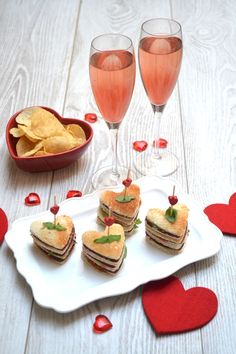 Ho qu'ils sont mignons ces petits sandwichs pour votre amoureux(se) ❤❤❤ une recette facile et jolie !