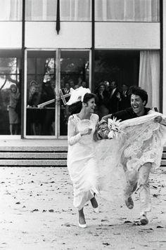 Benjamin (Dustin Hoffman) and Elaine (Katherine Ross) make their getaway in The Graduate 1967