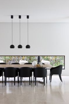 How To Match Dining Chairs With A Designer Table / dining chairs, dining room, interior design #diningchairs #diningroom #modernchairs For more inspiration, visit: http://modernchairs.eu/match-dining-chairs-designer-table/